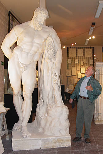 Stark Center co-founder Terry Todd admiring the statue of the Farnese Hercules, in Brussels, Belgium.