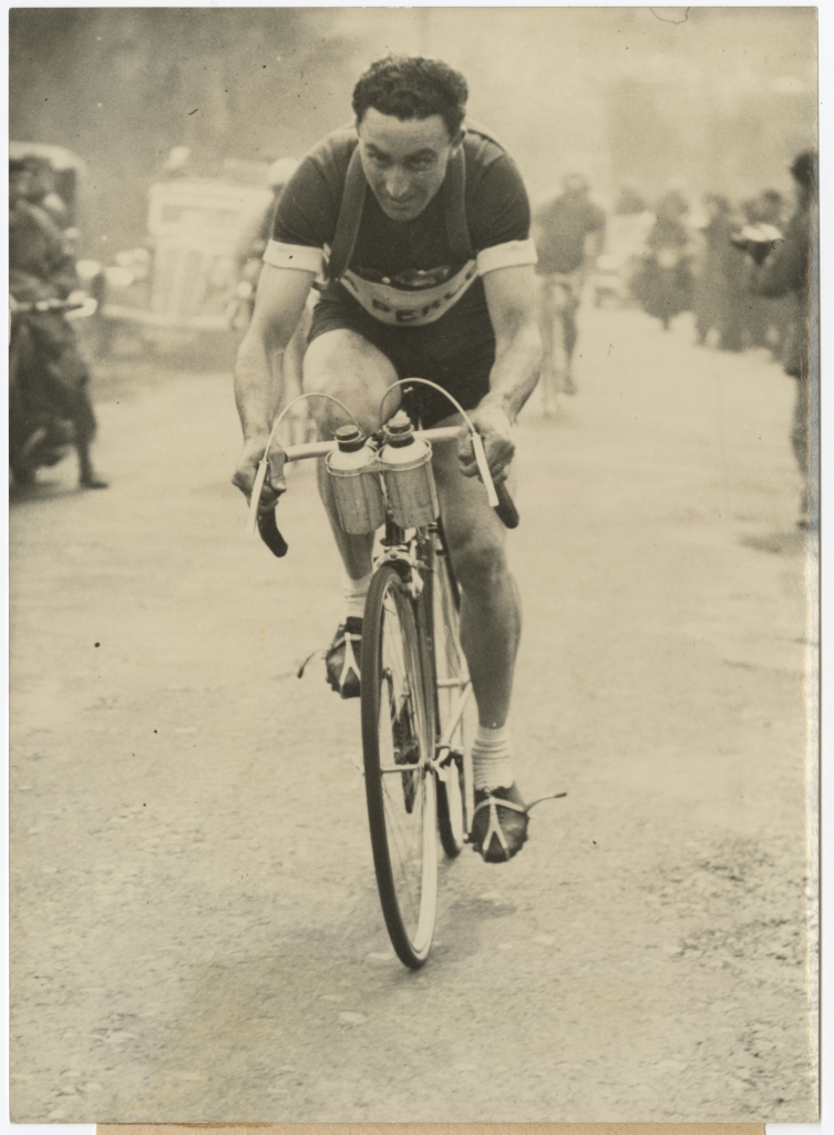 Émile Idée on a bicycle, competing in the 1947 Critérium National.